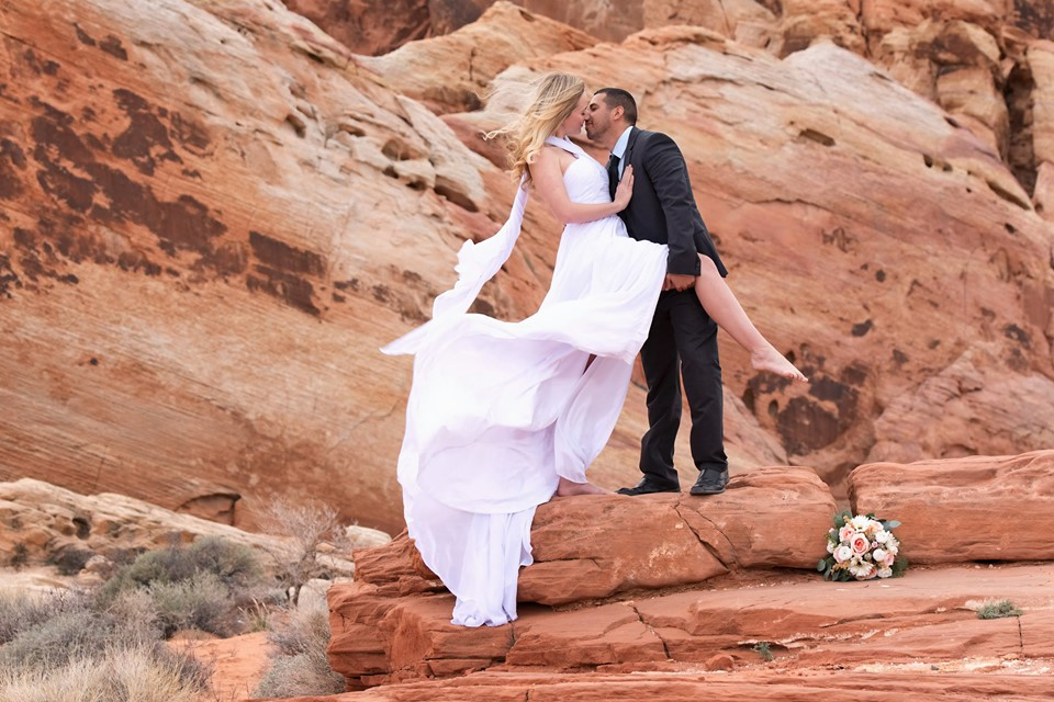 Tracy & Donald's Fun & Flirty Valley of Fire Wedding